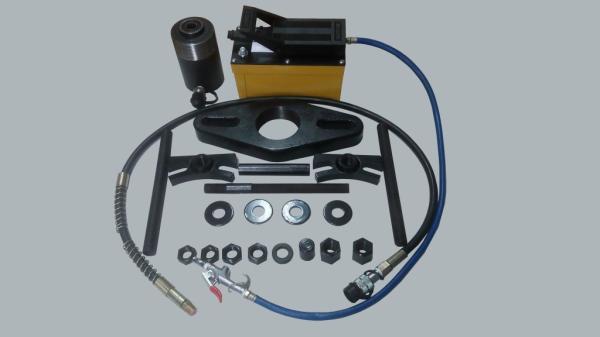 Съемник ТТН-21П с пневмогидравлическим приводом для демонтажа колесной ступицы