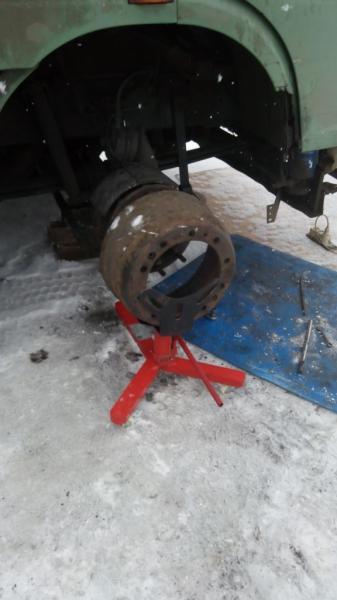 Приспособление для монтажа/демонтажа тормозных барабанов