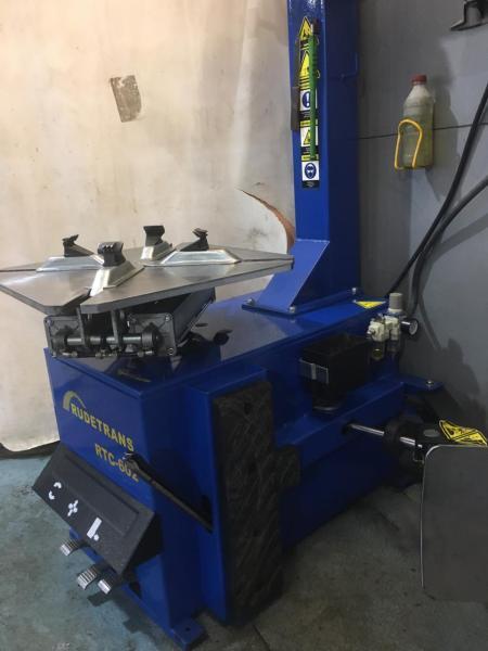 Стенд шиномонтажный полуавтомат для колес легковых автомобилей Rudetrans RTC-602 БУ